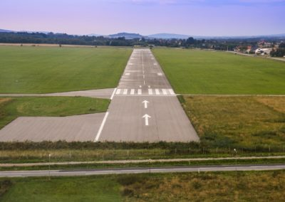 airport-2826981_1920